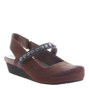 OTBT Traveler low wedge mary jane shoes 6.5